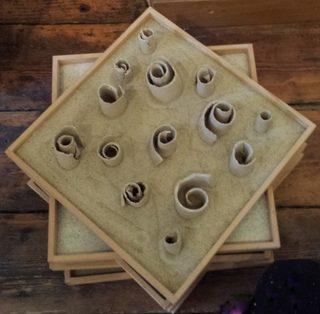 """""""Verwicklungen"""" Atelier hestia im Kloster Malgarten - Keramikwickel ungebrannt in Sand"""