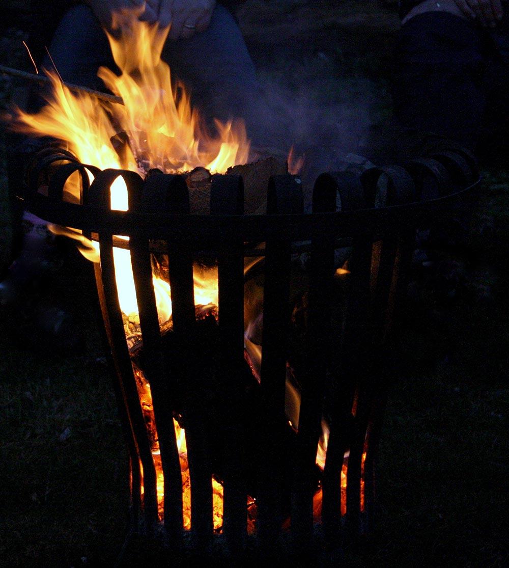 Kloster Malgarten Feuerkorb am Abend