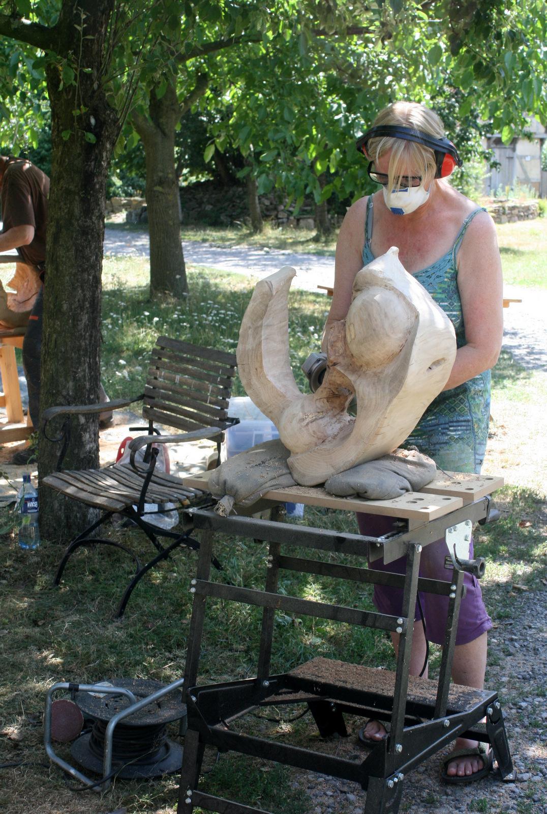 Atelier hestia im Kloster Malgarten: Holzsymposium, Hilde Weiper