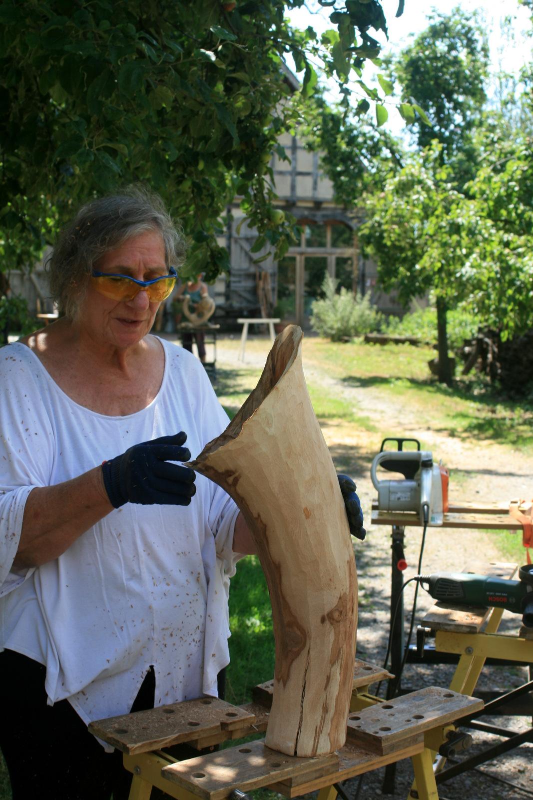 Atelier hestia im Kloster Malgarten: Holzsymposium, Karin MacKay