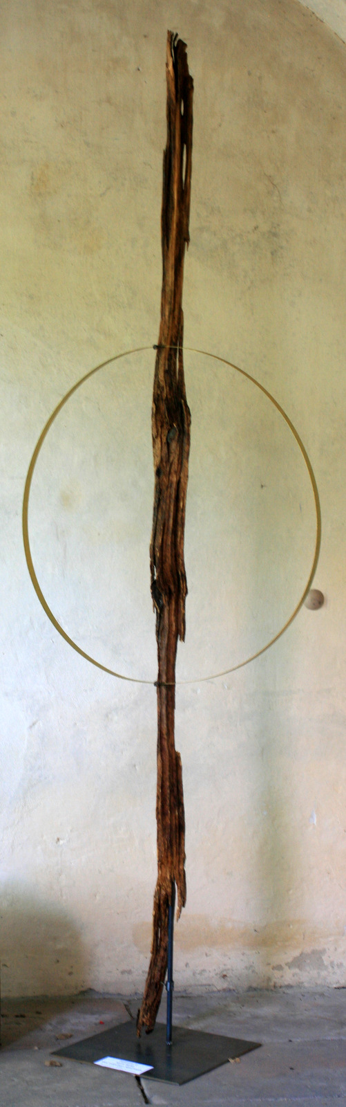 Atelier hestia im Kloster Malgarten: Holzsymposium Stele altes Fachwerk_Maria Breer-Dühnen