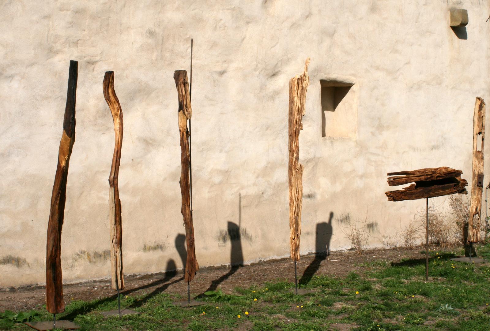 Atelier hestia Kloster Malgarten: Beispiele für Ahnenstelen